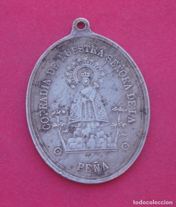 GRAN MEDALLA SIGLO XIX COFRADÍA VIRGEN DE LA PEÑA. BRIHUEGA. GUADALAJARA. (Antigüedades - Religiosas - Medallas Antiguas)