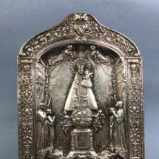 Antigüedades: PRECIOSO RELIEVE DE COBRE CON BAÑO DE PLATA VIRGEN DE LOS DESAMPARADOS SG XIX. Lote 190099635