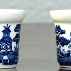 Antigüedades: PAREJA DE VASITOS AUXILIARES DE PORCELANA INGLESA. Lote 190123882