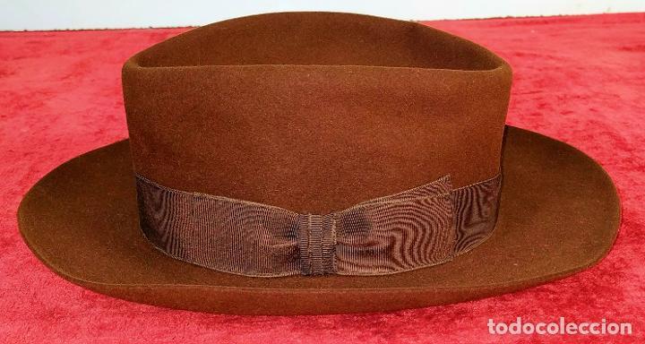 SOMBRERO DE CABALLERO. FIELTRO DE CASTOR (?). MARCA MAGRIÑÁ, BARCELONA. ESPAÑA. CIRCA 1930 (Antigüedades - Moda - Sombreros Antiguos)