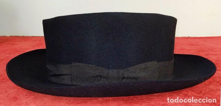SOMBRERO DE CABALLERO. FIELTRO DE CASTOR (?). MAGRIÑÁ BARCELONA. ESPAÑA. CIRCA 1930 (Antigüedades - Moda - Sombreros Antiguos)