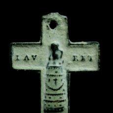 Antigüedades: CRUZ RELIGIOSA SIGLOS XVI-XVII, 18X19 MM.. Lote 190160918