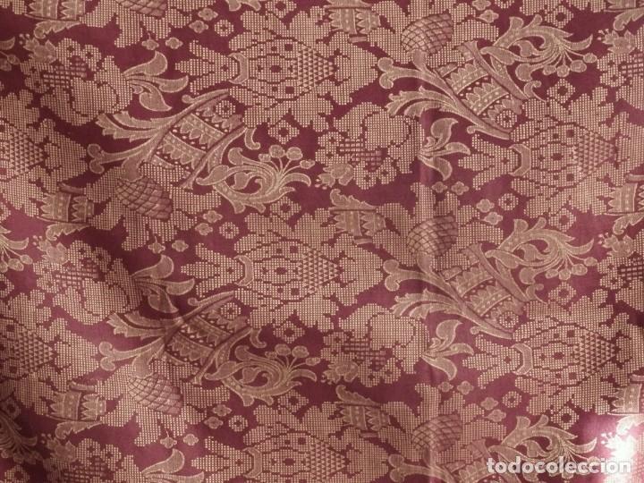 Antigüedades: Enorme frente del siglo XIX confeccionado en seda brocada y fleco de plata. Mide 286 x 109 cm. - Foto 4 - 184741097