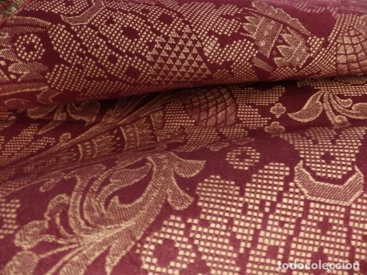 Antigüedades: Enorme frente del siglo XIX confeccionado en seda brocada y fleco de plata. Mide 286 x 109 cm. - Foto 5 - 184741097