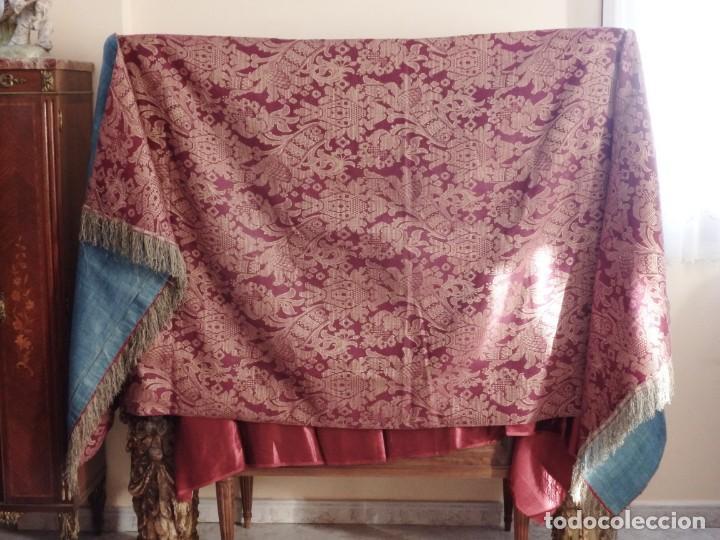 Antigüedades: Enorme frente del siglo XIX confeccionado en seda brocada y fleco de plata. Mide 286 x 109 cm. - Foto 6 - 184741097
