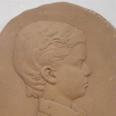 Antigüedades: OBRA EN CERAMICA. JUAN CARLOS I. JOVEN. OBRA DE FRANCESC GASSO. UNA OBRA DE ARTE EN TU CASA. Lote 190354072