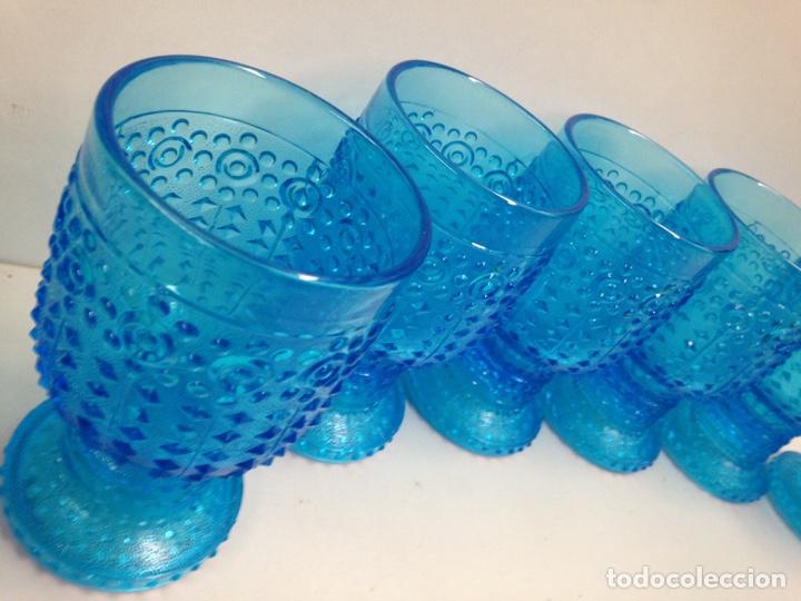 Antigüedades: Vasos de cristal de bohemia azul tallados años 70 - Foto 2 - 190360545