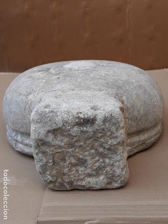 Antigüedades: PILA ANTIGUA PARA AGUA BENDITA EN MARMOL PULIDO GRIS - SIGLO XVII. - Foto 5 - 190370143