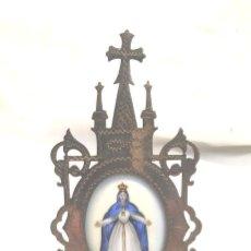 Antiquités: VIRGEN MARIA RELICARIO S XIX, MEDALLON PORCELANA CON ESMALTE, MARCO PLATA CINZELADA, BUEN ESTADO.. Lote 190443608