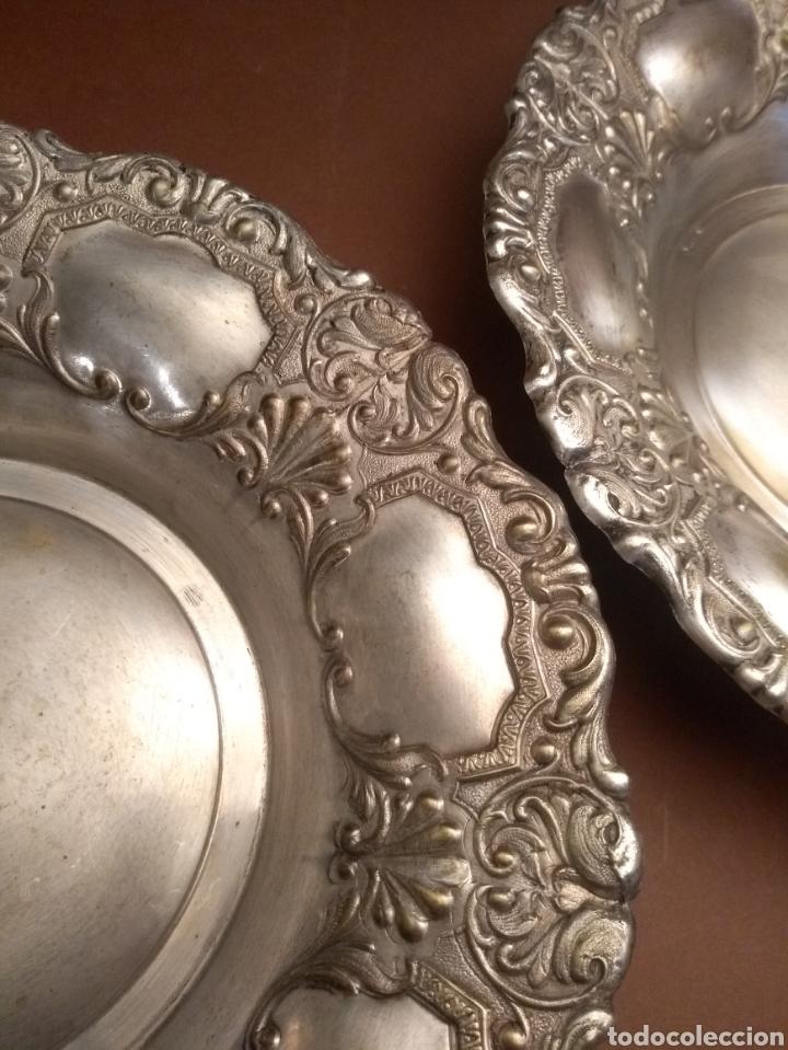 Antigüedades: Pareja Paneras Centros de Mesa de Metal Plateado Repujado Sello MTL PTDD 27 cm - Foto 3 - 190453957