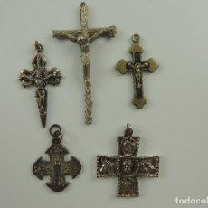 Antigüedades: COLECCION DE 5 CRUCES DE METAL VARIOS TAMAÑOS. Lote 190459685