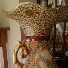 Antigüedades: ANTIGUO JARRON CHINO - DECORADO A MANO CON MOTIVOS ORIENTALES Y FLORALES - GRAN TAMAÑO. Lote 190476228