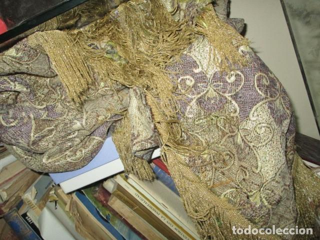 Antigüedades: ELEGANTE ANTIGUA COLCHA PARA CAMA DE 90 DORADA ADMITO OFERTAS !!!! - Foto 4 - 190504611