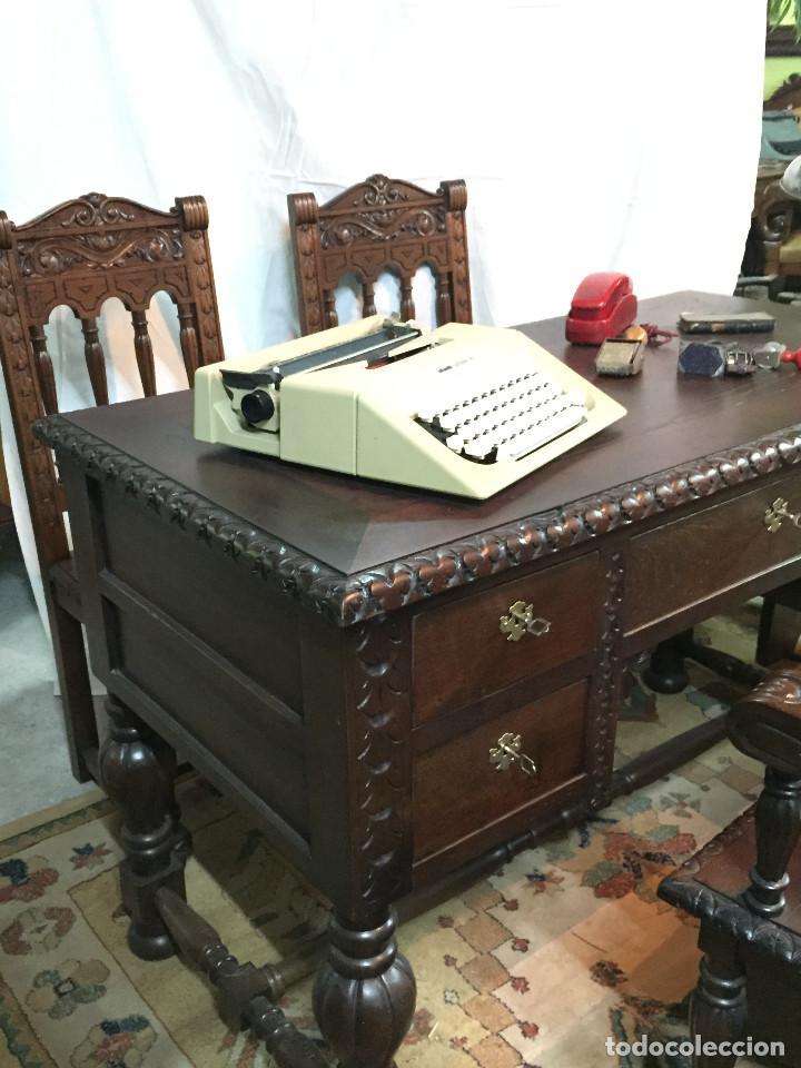 Antigüedades: Mesa de despacho, tallada en castaño con sillón y 2 sillas - Foto 2 - 190516288