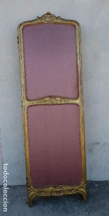Antigüedades: Biombo frances de madera tallada y dorada en pan de oro, tapizado en seda SXIX - Foto 2 - 190518235
