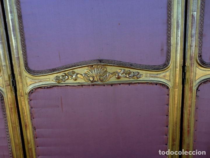 Antigüedades: Biombo frances de madera tallada y dorada en pan de oro, tapizado en seda SXIX - Foto 4 - 190518235
