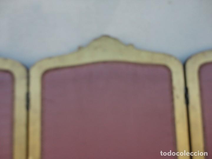 Antigüedades: Biombo frances de madera tallada y dorada en pan de oro, tapizado en seda SXIX - Foto 10 - 190518235