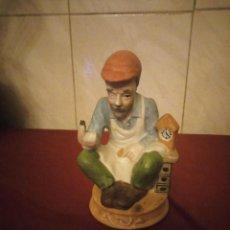 Antigüedades: ANTIGUA PORCELANA FIGURA ABUELO RELOJERO BISCUIT,TAIWAN. Lote 190562920