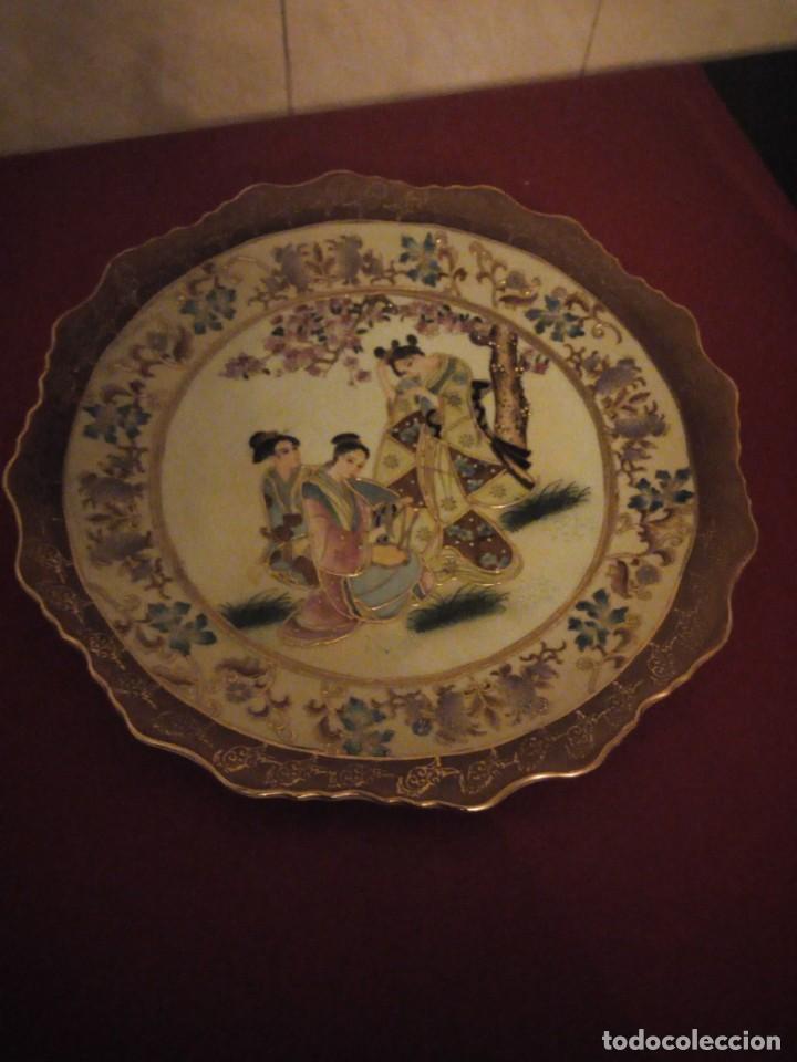 ANTIGUO PLATO DE PORCELANA SATSUMA MOTIVO GEISHAS.L. F SATSUMA ART AND PAINTED,MADE IN CHINA (Antigüedades - Porcelanas y Cerámicas - China)