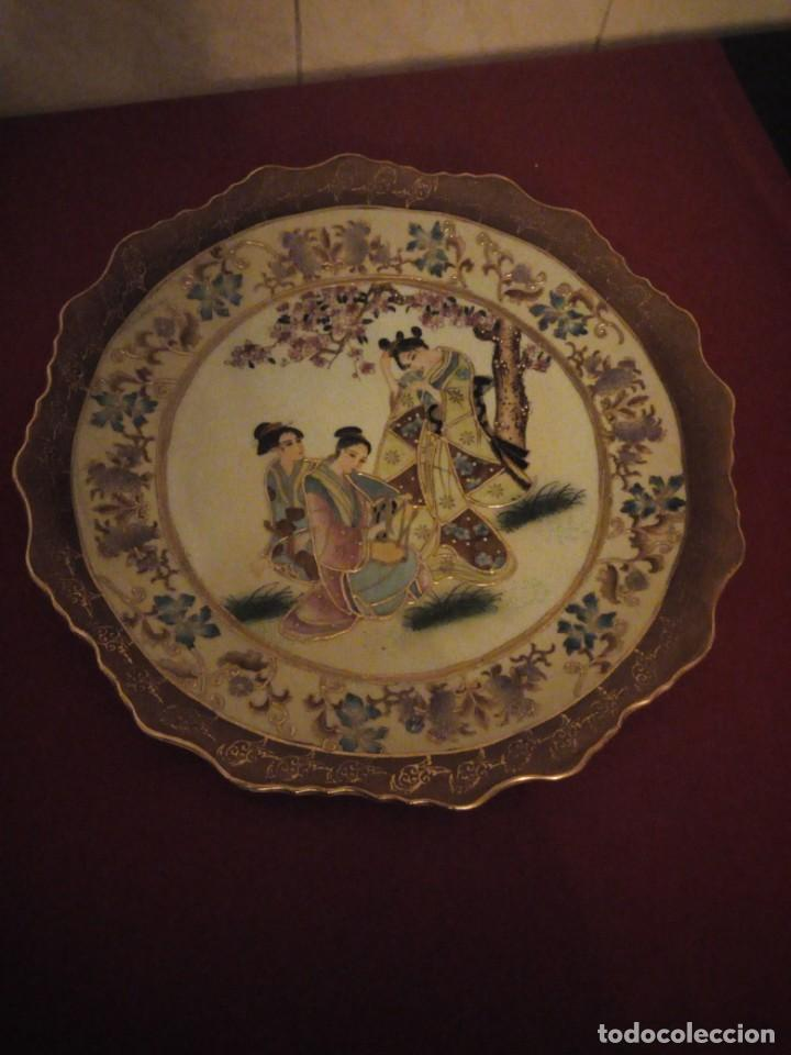 Antigüedades: Antiguo plato de porcelana satsuma motivo geishas.l. f satsuma art and painted,made in china - Foto 2 - 190563857