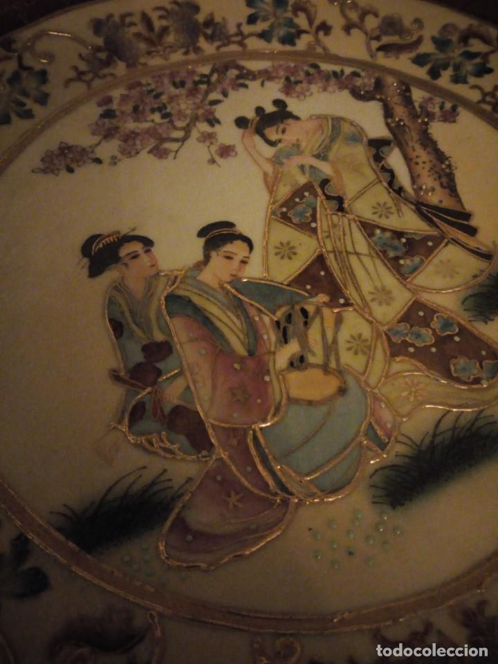 Antigüedades: Antiguo plato de porcelana satsuma motivo geishas.l. f satsuma art and painted,made in china - Foto 4 - 190563857