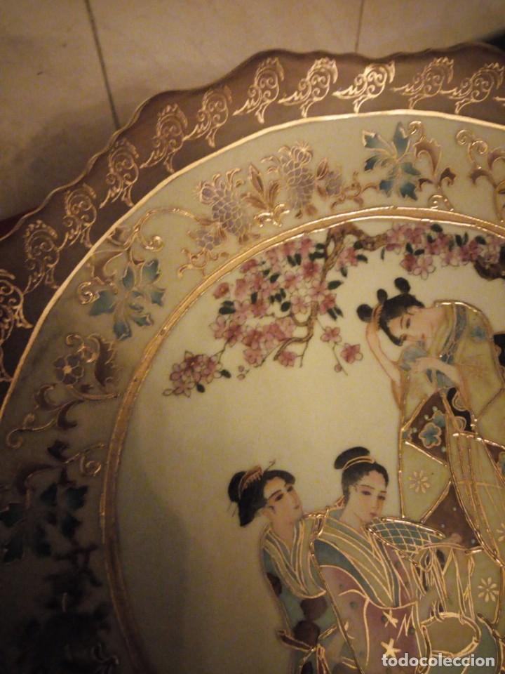 Antigüedades: Antiguo plato de porcelana satsuma motivo geishas.l. f satsuma art and painted,made in china - Foto 5 - 190563857