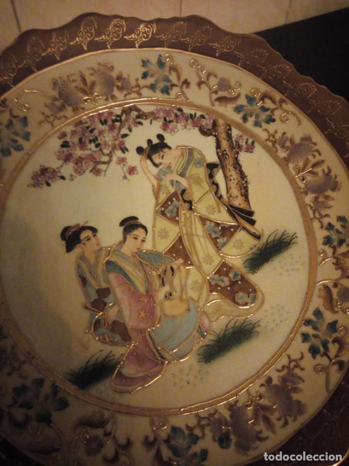 Antigüedades: Antiguo plato de porcelana satsuma motivo geishas.l. f satsuma art and painted,made in china - Foto 6 - 190563857