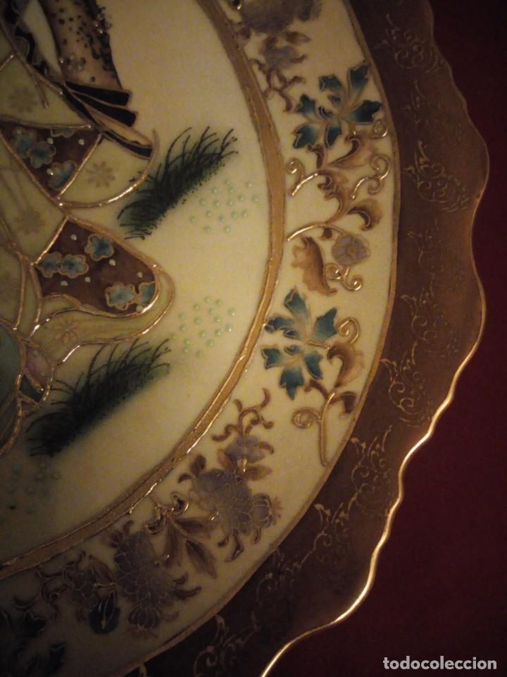 Antigüedades: Antiguo plato de porcelana satsuma motivo geishas.l. f satsuma art and painted,made in china - Foto 7 - 190563857