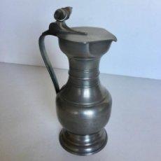 Antigüedades: JARRA DE ESTANO MARCA ESTANOL CON TAPA Y BELLOTAS-VINO CERVEZA. Lote 190563876