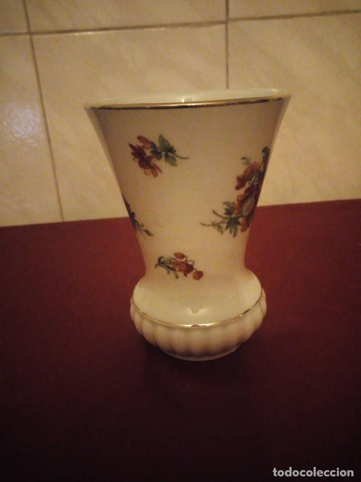Antigüedades: Bonito jarrón de porcelana bareuther waldsassen bavaria germany,decorado con flores. - Foto 3 - 190569245
