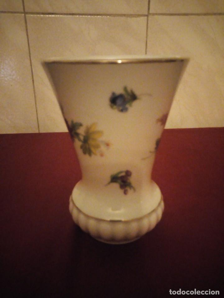 Antigüedades: Bonito jarrón de porcelana bareuther waldsassen bavaria germany,decorado con flores. - Foto 4 - 190569245