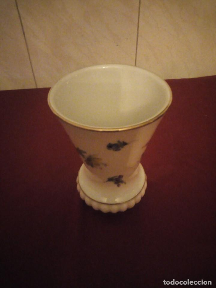 Antigüedades: Bonito jarrón de porcelana bareuther waldsassen bavaria germany,decorado con flores. - Foto 5 - 190569245