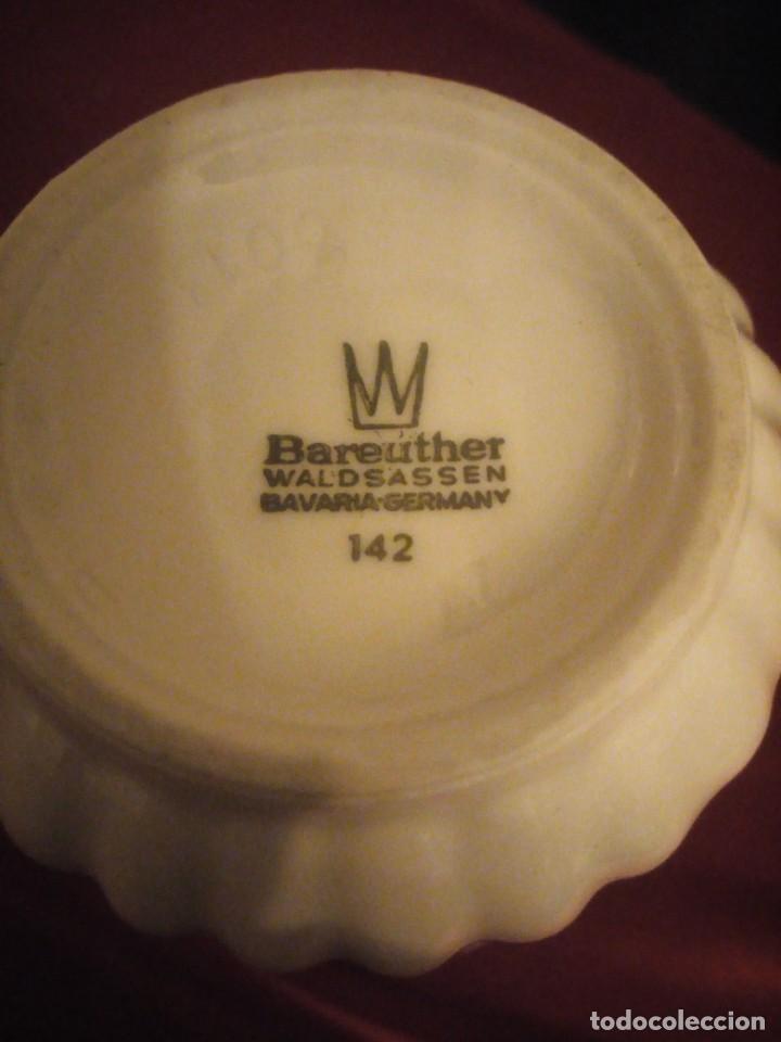 Antigüedades: Bonito jarrón de porcelana bareuther waldsassen bavaria germany,decorado con flores. - Foto 6 - 190569245