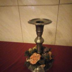 Antigüedades: ANTIGUO CANDELABRO DE ESTAÑO CON CORONA DE FLORES.. Lote 190579623