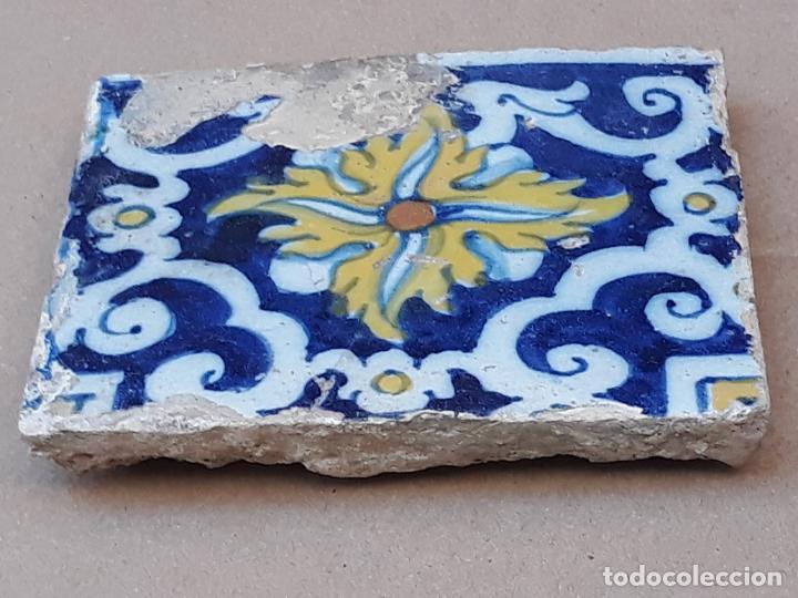 Antigüedades: AZULEJO ANTIGUO DE TALAVERA / TOLEDO - SIGLO XVII. - Foto 2 - 190595021