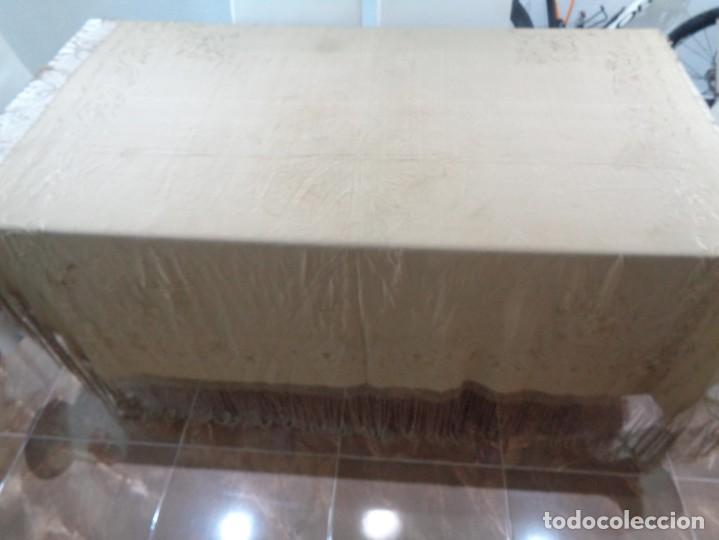 Antigüedades: PRECIOSO Y ANTIGUO MANTON DE MANILA ISABELINO ALA DE MOSCA COLOR MARRON CLARO CON MOTIVOS FLORALES - Foto 4 - 190598460