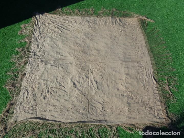 Antigüedades: PRECIOSO Y ANTIGUO MANTON DE MANILA ISABELINO ALA DE MOSCA COLOR MARRON CLARO CON MOTIVOS FLORALES - Foto 19 - 190598460