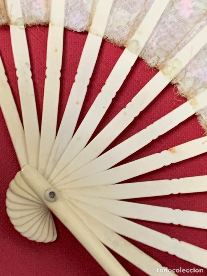 Antigüedades: Antiguo abanico de niña, en hueso o marfil - Foto 10 - 190614296