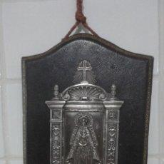 Antigüedades: ANTIGUA BENDITERA VIRGEN NUESTRA SEÑORA DE REGLA CHIPIONA.MARCA AYM.BAÑADA EN PLATA Y PIEL.AÑOS 20?. Lote 190626375