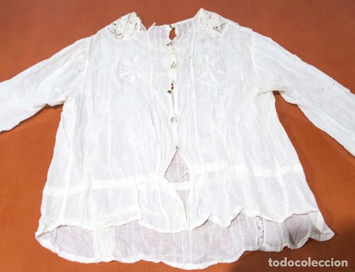 Antigüedades: Camisa interior de fino algodón con puntilla y bordados - Foto 3 - 190632987
