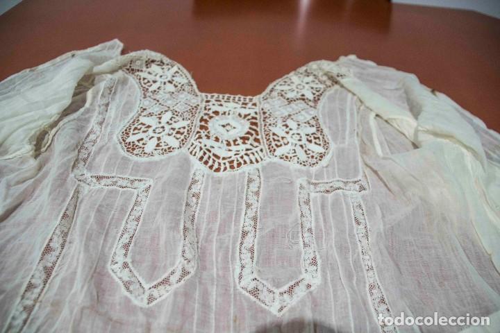 Antigüedades: Camisa interior de fino algodón con puntilla y bordados - Foto 6 - 190632987