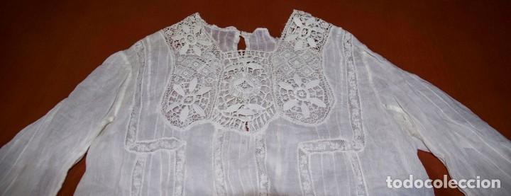 Antigüedades: Camisa interior de fino algodón con puntilla y bordados - Foto 10 - 190632987