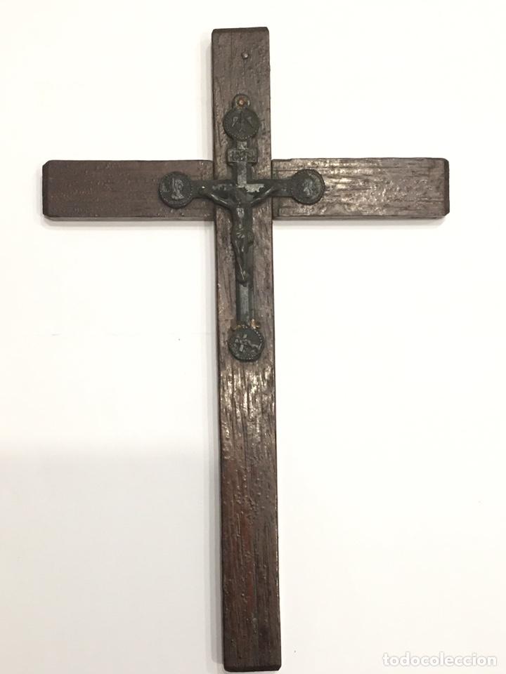 CRUZ ANTIGUA DE MADERA CON CRISTO DE METAL (Antigüedades - Religiosas - Cruces Antiguas)