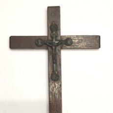 Antigüedades: CRUZ ANTIGUA DE MADERA CON CRISTO DE METAL. Lote 190635595