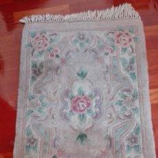 Antigüedades: ALFOMBRA FLOREADA COLOR GRIS CLARITO. Lote 190640505