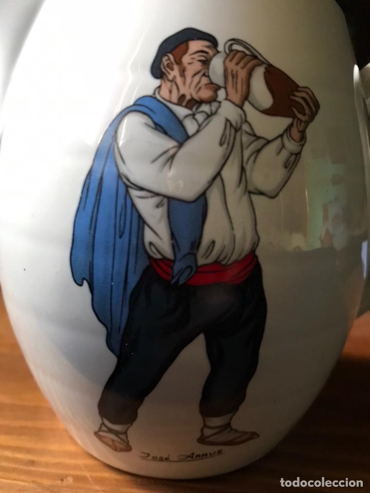 Antigüedades: Jarra de agua , pintada por José Arrue Valle, de porcelanas Santa Clara. - Foto 4 - 190713053