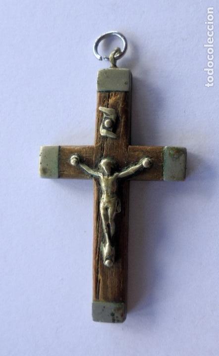 ANTIGUA CRUZ. S.XIX.PP.XX METAL Y MADERA. (36 MM X 22 MM) (Antigüedades - Religiosas - Cruces Antiguas)