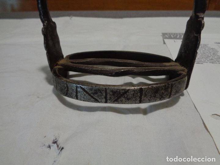 Antigüedades: estribo hierro forja siglo XVIII - Foto 2 - 190738430