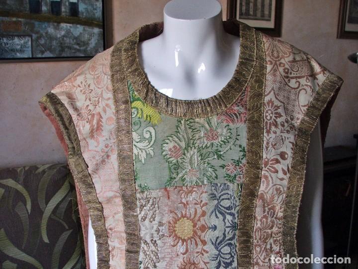 Antigüedades: Casulla del siglo XVII - XVIII en seda espolinada y bordados - Foto 2 - 190765723