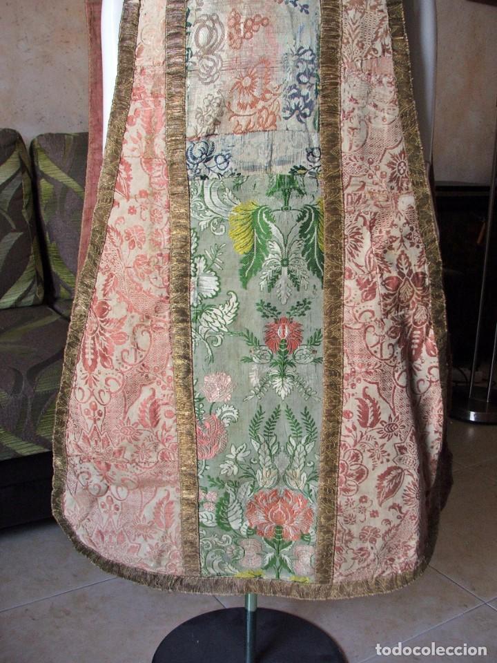 Antigüedades: Casulla del siglo XVII - XVIII en seda espolinada y bordados - Foto 3 - 190765723